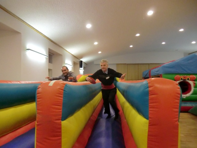 Inflatable day bungee run